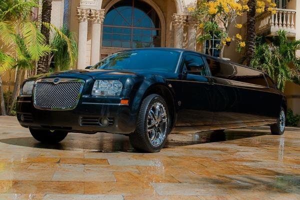 8 Person Chrysler 300 Limo Service Sacramento